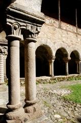 Ancienne abbaye Saint-André-de-Lavaudieu - Vue du de l'ancienne abbaye Saint-André de Lavaudieu, Haute-Loire.