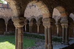 Ancienne abbaye Saint-André-de-Lavaudieu - Français:   Cloître de l\'abbaye Saint-André de Lavaudieu.