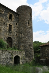Ancienne abbaye de Pébrac - English: Abbey of Pébrac. West facade of the convent buildings, and southwestern tower.