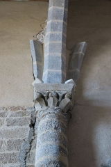 Ancienne abbaye de Pébrac - English: Abbey of Pébrac. Church Interior. Capital receiving the arch between the first and second bay of the nave, on the North wall.
