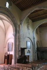 Ancienne abbaye de Pébrac - English: Abbey of Pébrac. Church Interior. Nave, first three bays, South wall.