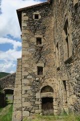 Ancienne abbaye de Pébrac - English: Abbey of Pébrac. West facade of the convent buildings.