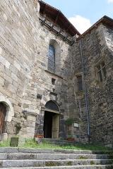 Ancienne abbaye de Pébrac - English: Abbey of Pébrac. West facade of abbey church