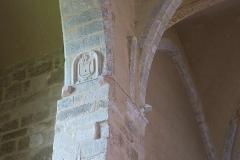 Ancienne abbaye de Pébrac - English: Abbey of Pébrac. Church Interior. Coats of arm on the third bay north chapel.