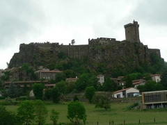Ruines du château fort - Français:   Château de Polignac