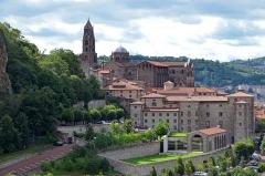 Cathédrale Notre-Dame et ses dépendances - Français:   Cathédrale Notre-Dame-de-l\'Annonciation du Puy-en-Velay.