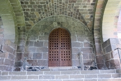 Chapelle Sainte-Marie-des-Chazes - English: Chapel of Sainte-Marie-des-Chazes, town of Saint-Julien-des-Chazes, France. West facade, porch under the bell tower, and portal.