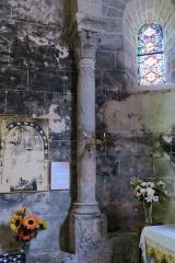 Chapelle Sainte-Marie-des-Chazes - English: Chapel of Sainte-Marie-des-Chazes, town of Saint-Julien-des-Chazes, France. Column of the choir.