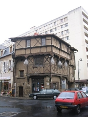 Maison - English: House of 15th century. This is the Tourist office.