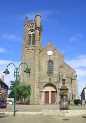 Eglise Saint-Gervais et Saint-Protais - Deutsch: Le Montet, Westfassade der Kirche