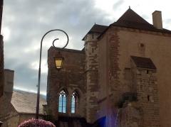 Ancien château ou Palais des ducs de Bourbon - Français:   L\'ancien château, palais des ducs de bourbon, fut une prison durant la deuxème guerre mondiale.  Louis XIV trouvait cette tour \