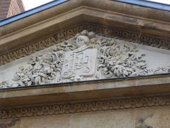 Hôtel de Mora, actuellement musée de l'illustration jeunesse - English: details Hôtel de Mora Moulins