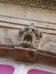 Hôtel de Mora, actuellement musée de l'illustration jeunesse - English: Hôtel de Mora details1 Moulins