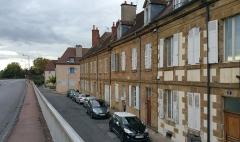 Maison -  Immeubles du 6, 8 et 10 rue Félix-Mahé à Moulins, inscrits aux Monuments historiques.