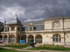 Pavillon d'Anne de Beaujeu, actuellement musée Anne de Beaujeu -  Moulins