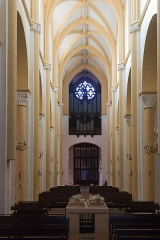 Prieuré bénédictin de Souvigny -  The nave seen from the transept.