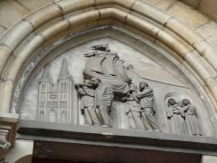 Eglise du Sacré-Coeur - English: details_right_door