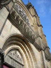 Eglise du Sacré-Coeur - English: Above_the_main_door
