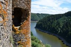Restes du château fort - Français:   Chateau d\'Alleuze , Cantal, France