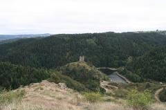 Restes du château fort - Français:   reste du Chateau fort d\'Alleuze dans le cantal