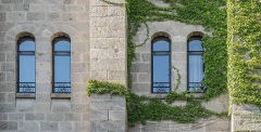 Ancien château fort Saint-Etienne - English: Windows of the Saint Stephen Castle in Aurillac, Cantal, France