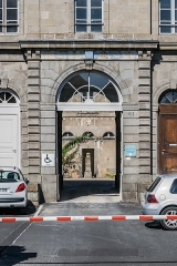 Gendarmerie - English: Portal of the building of the gendarmerie in Aurillac, Cantal, France