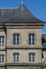 Gendarmerie - English: Part of the south-eastern facade of the building of the gendarmerie in Aurillac, Cantal, France