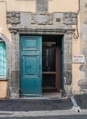 Hôtel du Président-Maynard - English: Portal of the Hôtel François Maynard in Aurillac, Cantal, France
