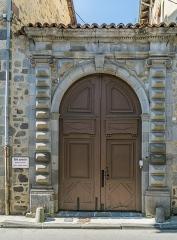 Immeuble de Surrel - English: Portal of the Hôtel Lasmoles at 25 rue du Collège in Aurillac, Cantal, France