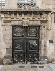 Immeuble - English: Portal of the building at 8 rue du Consulat in Aurillac, Cantal, France