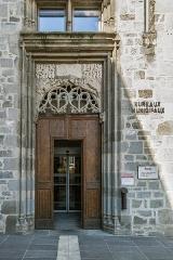 Hôtel de Malras (nouvelle mairie) - English: Portal of the Hôtel de Malras in Aurillac, Cantal, France