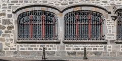 Maison consulaire - English: Windows of the Consular House of Aurillac, Cantal, France
