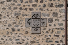 Maison consulaire - English: Relief of coat of arm on the wall of the Consular House of Aurillac, Cantal, France
