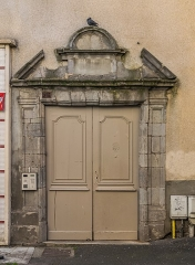 Maison - English: Portal of the building at 1 rue Arsène Vermenouze in Aurillac, Cantal, France