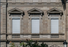 Palais de Justice - English: Windows of the courthouse in Aurillac, Cantal, France