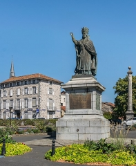 Statue du Pape Gerbert - English: Statue of Sylvester II in Aurillac, Cantal, France