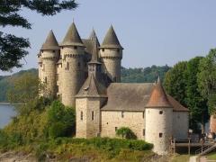 Château de Val et ses dépendances - Château de Val à Lanobre (Cantal, France)
