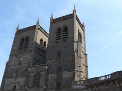 Cathédrale Saint-Pierre - Cathédrale Saint-Pierre à l'intérieur en plus des orgues on remarque une fresque et le christ noir.
