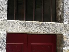 Maison de Bargues - Français:   Date (1671) au-dessus d\'une porte, maison de Bargues, Salers, Cantal, France.