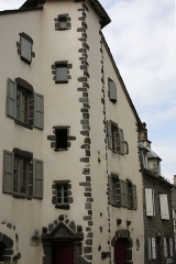 Maison - Français:   Maison, place Tyssandier d\'Escous à Salers (PA00093681).