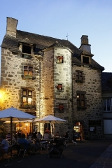 Maison - Français:   Maison, place Tyssandier d\'Escous à Salers (PA00093682).