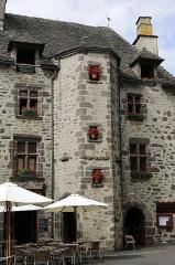 Maison - Français:   Maison Lacombe à Salers.