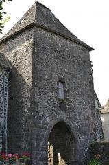 Porte Martille - Français:   Porte de la Martille à Salers: vue depuis l\'extérieur du village.