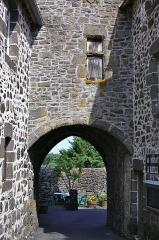 Porte Martille - Français:   Porte de la Martille à Salers: vue de la rue de la Martille.
