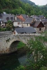 Pont - Français:   Pont du 13e s. enjambant le Lez au quartier d\'Ourjout.  (Inscrit, 1941)