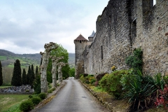 Ancien prieuré et remparts - Français:   Camon, Ariège (Midi-Pyrénées) - Vue de l\'enceinte nord (XVIe siècle) et de la tour carrée.