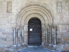 Chapelle du Calvaire ou église Saint-Pierre - Français:   Portail de l\'église Saint-Pierre de Castillon.