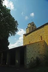 Eglise Saint-Michel - Français:   L\'auvent latéral abrite le portail de pierre.