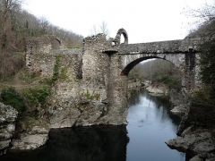 Pont du Diable sur l'Ariège, près de Mercus-Carrabet - This building is indexed in the Base Mérimée, a database of architectural heritage maintained by the French Ministry of Culture, under the reference PA00093891 .