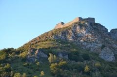 Château cathare - Vue sur le château de Montségur depuis le village du même nom (Ariège, France).